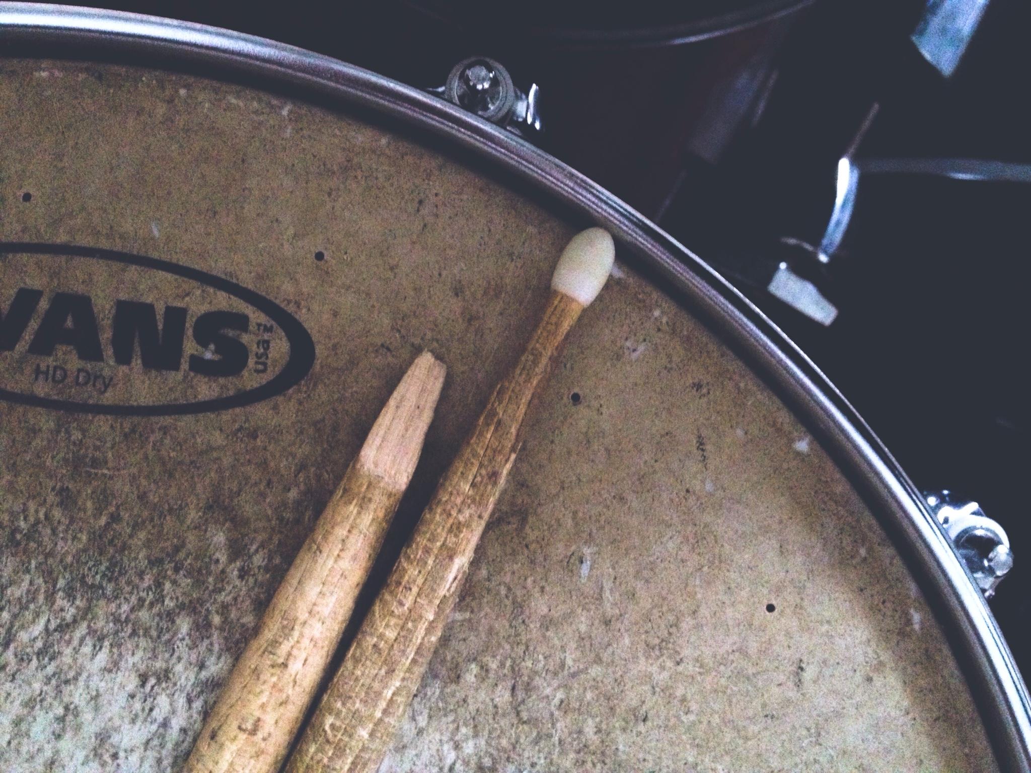 drumsticks and drumstick tips